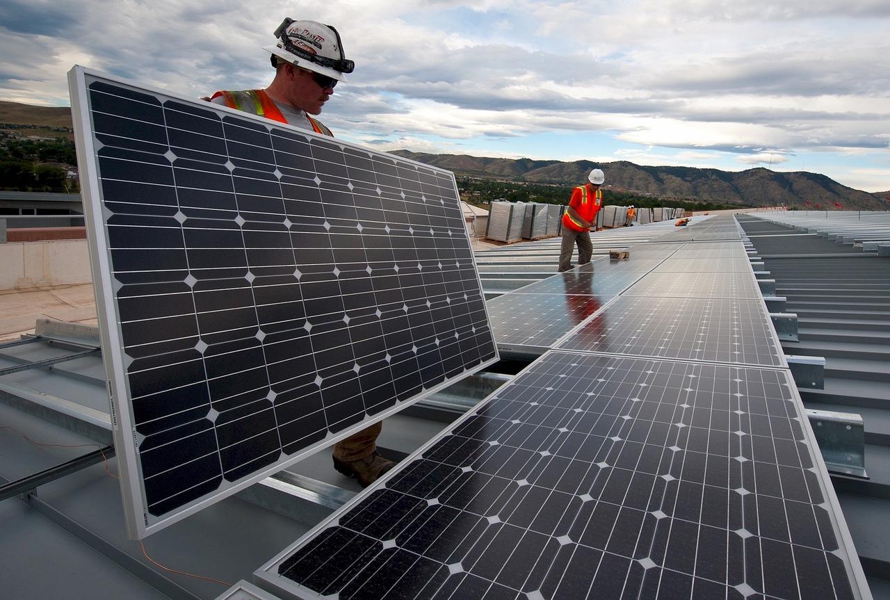 sprzątanie poznań, mycie paneli słonecznych